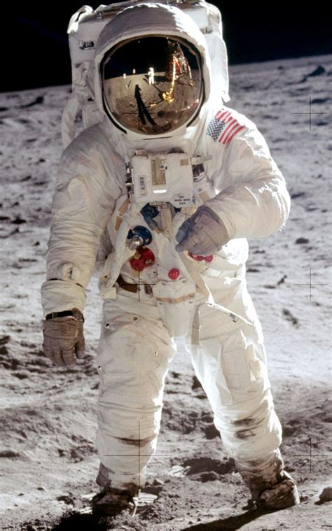 Space suit - Wikipedia